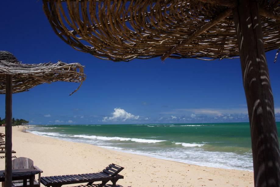A parte central da Praia do Rio Verde concentra algumas pousadas e barracas badaladas
