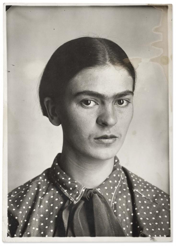 Frida Kahlo, braba e provocante em 1926 / Guillermo Kahlo, Museu Frida Kahlo