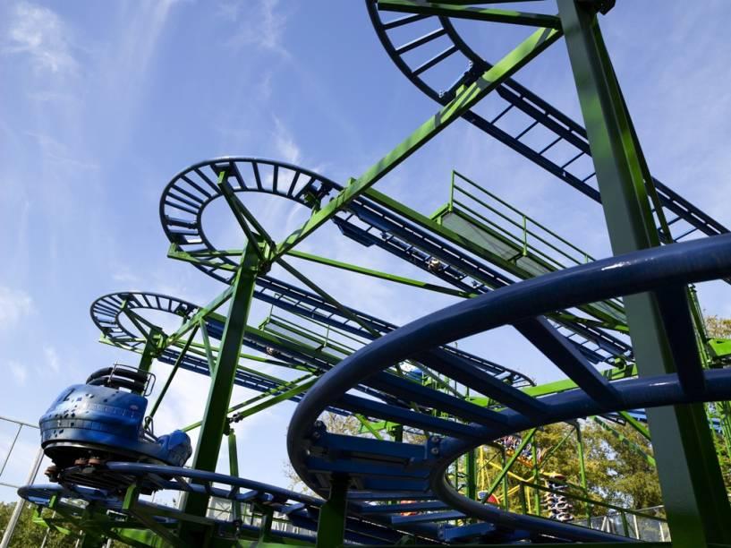 O Parque Tivoli de Copenhague é um dos mais queridos da Dinamarca, com atrações como a montanha-russa Tyfonen