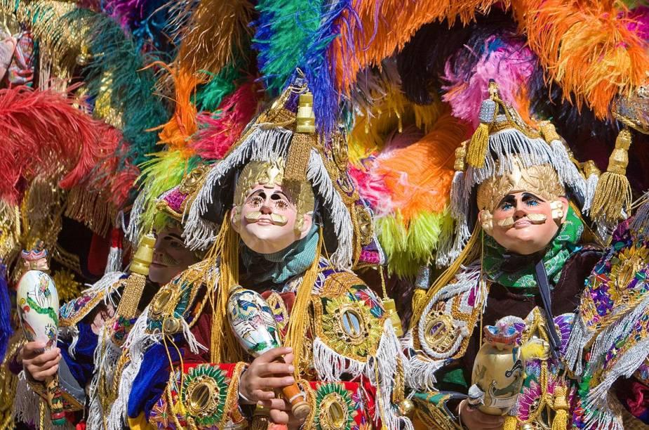 No mês de dezembro, Chichicastenango para com a Fiesta de Santo Tomas: durante uma semana, os cidadãos celebram o patrono cristão da cidade, mas com um toque de cultura e religiosidade maia. Vestidos com fantasias coloridas e máscaras, os foliões desfilam em volta da igreja de San Tomas - construída há mais de 400 anos em cima de um antigo templo maia - dançando, bebendo e soltando fogos de artifício