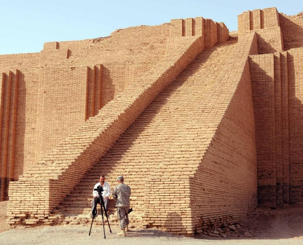 O Grande Zigurate de Ur, um antigo templo mesopotâmico (foto: mnfiraq)