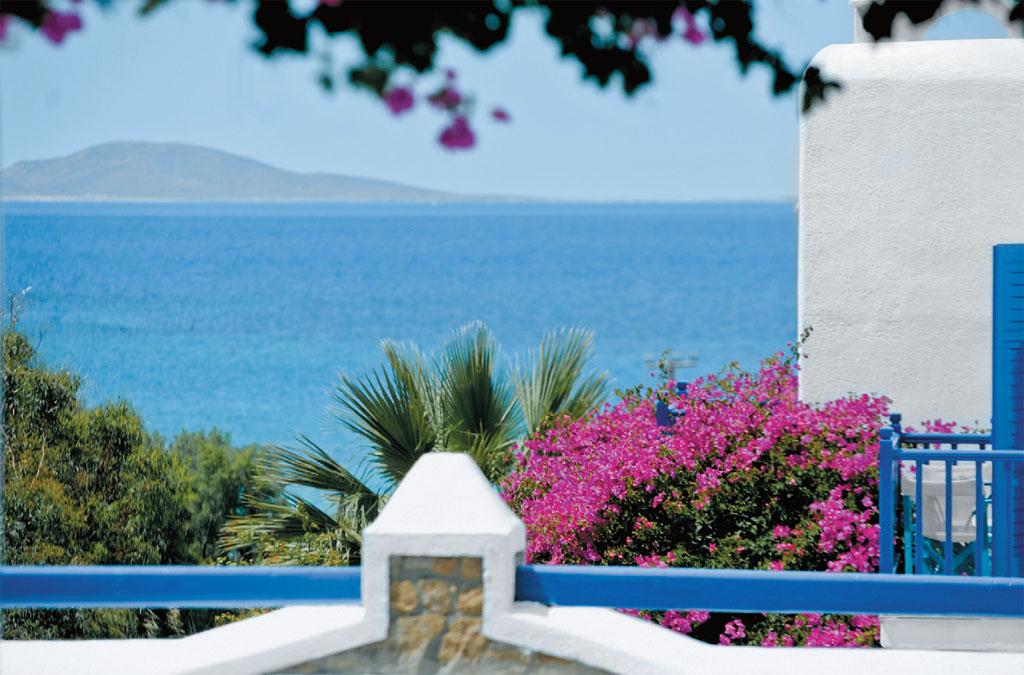 O mar em frente ao hotel San Marco, em Mikonos, Grécia