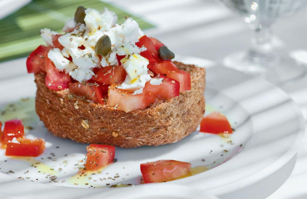 Bruschetta servida no San Marco, restaurante cinco-estrelas na ilha deMikonos, na Grécia