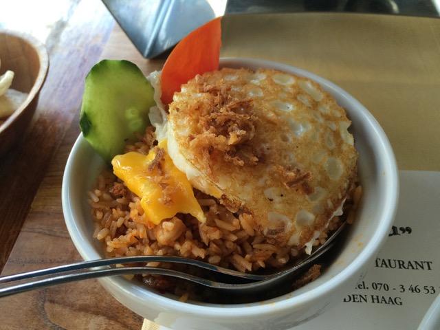 Nasi goreng (arroz frito com vários temperinhos) delícia do Garoeda, restaurante indonésio