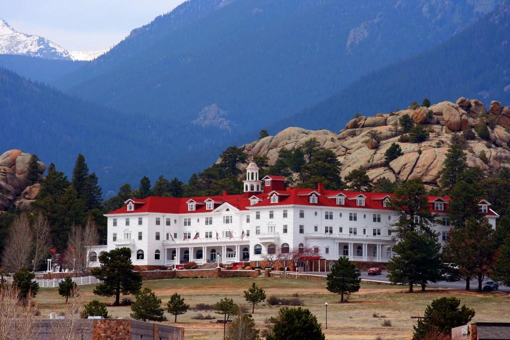 Há 106 anos, o Stanley Hotel se esconde entre as encostas das Montanhas Rochosas, no estado do Colorado (foto: wakedawg)