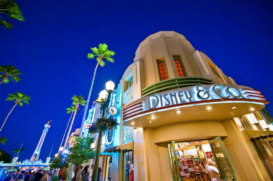 O Disney's Hollywood Studios também tem queima de fogos, além de bandas ao vivo e espetáculo de luzes
