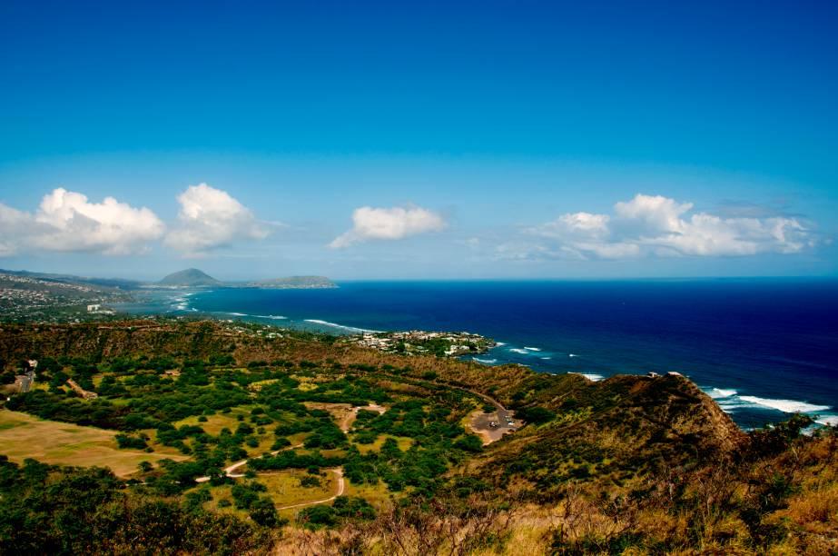 Em Honolulu, vale a pena visitar as belas praias preservadas e ondas perfeitas para a prática do surfe, como as mitológicas Banzai Pipeline, Waimea, Haleiwa e Sunset Beach