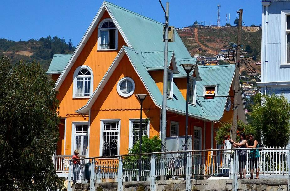 O Hotel Brighton oferece um happy hour com vista para o Oceano Pacífico - uma das visões privilegiadas da cidade de Valparaíso