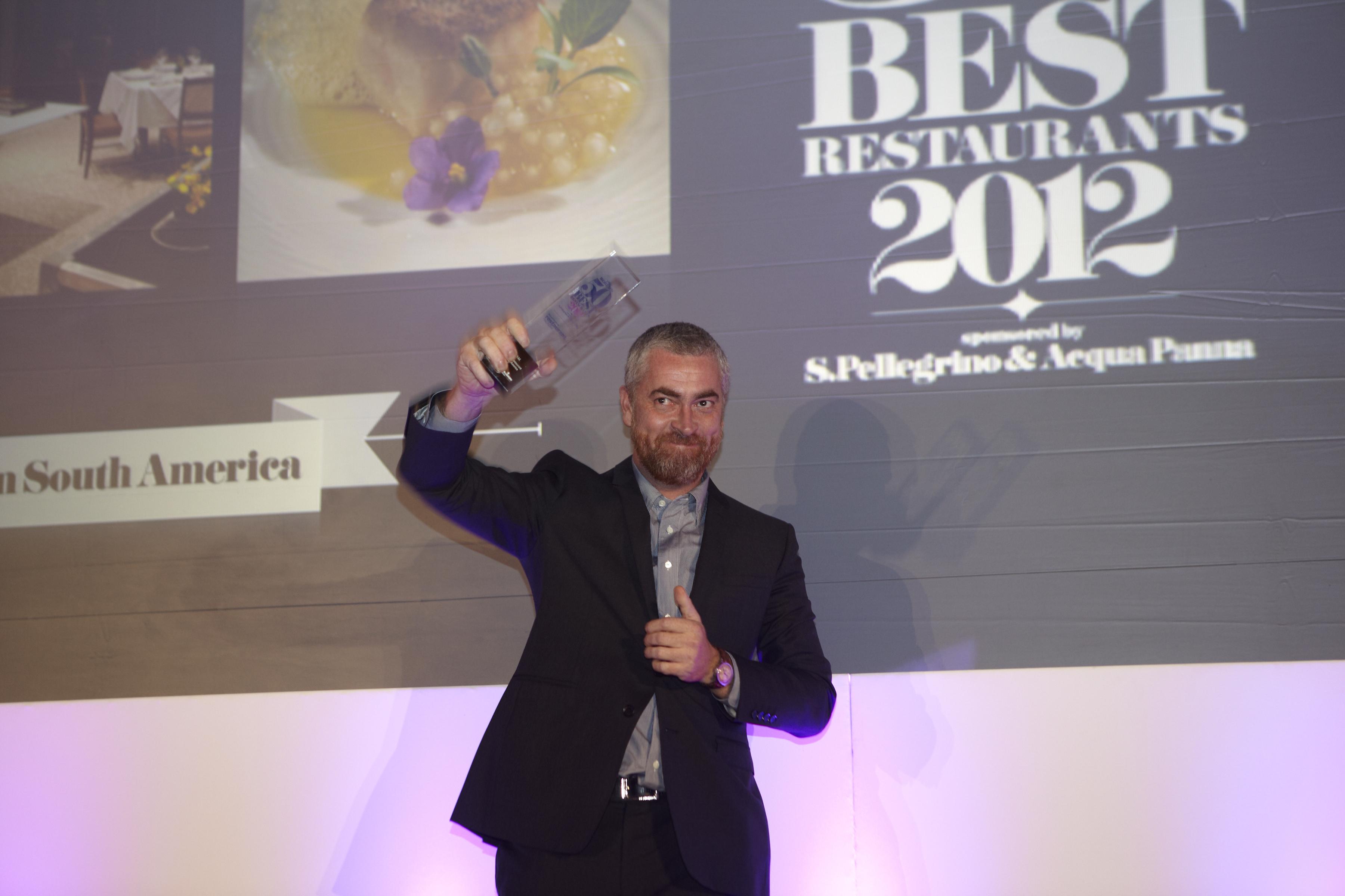 Alex Alala recebe o prêmio de melhor restaurante na América do Sul e 4º melhor do mundo