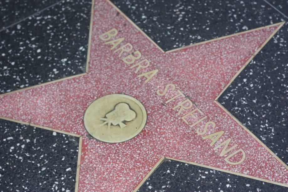 Estrela da cantora e atriz Barbra Streisand na Calçada da Fama, em Hollywood