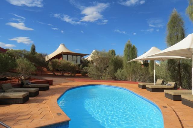 A piscina: o único lugar onde você consegue sobreviver ao ar livre no auge do calor da tarde