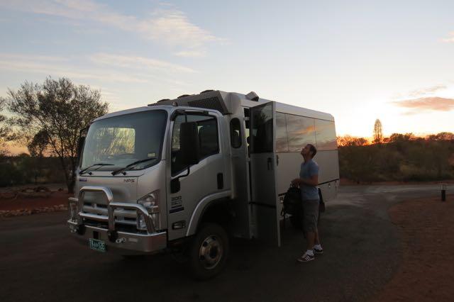 O 4X4 com ar condicionado do acampamento de luxo Longitude 131
