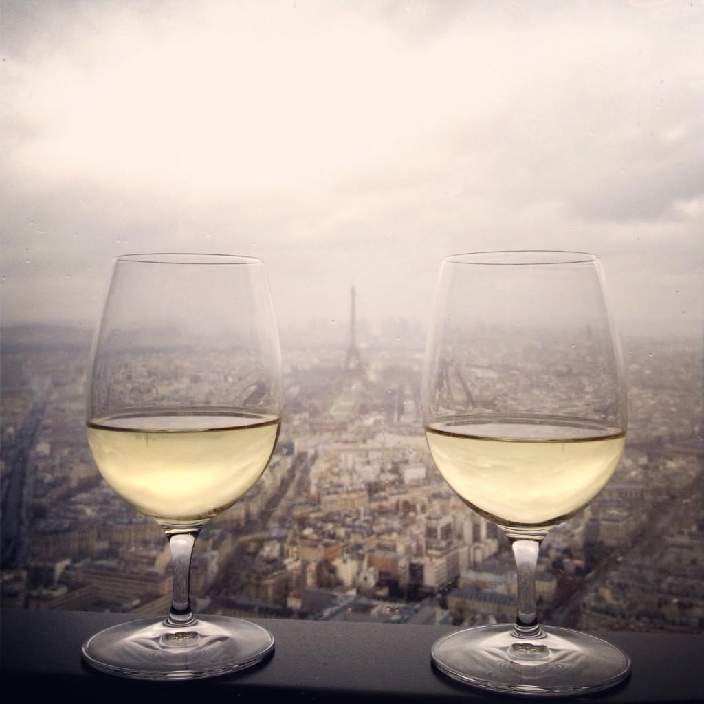 O restaurante Le Ciel de Paris (cieldeparis.com), ótima escolha para uma refeição with a view, no 56º andar do edifício