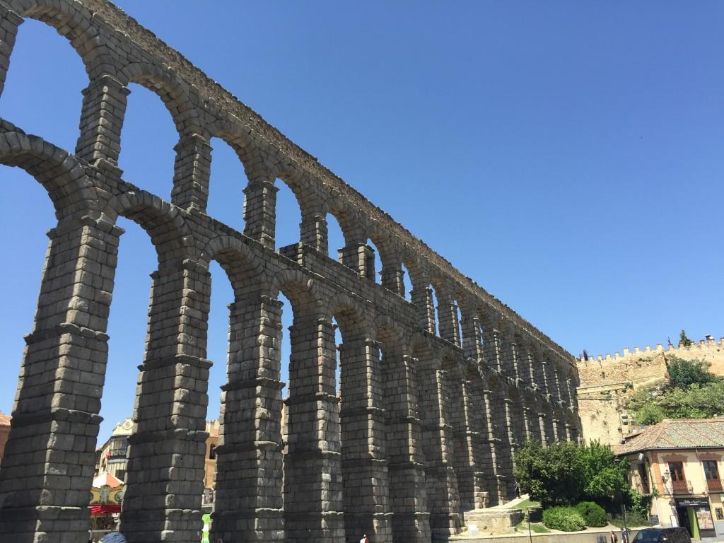 O aqueduto de Segóvia. (foto: Família Nômade)