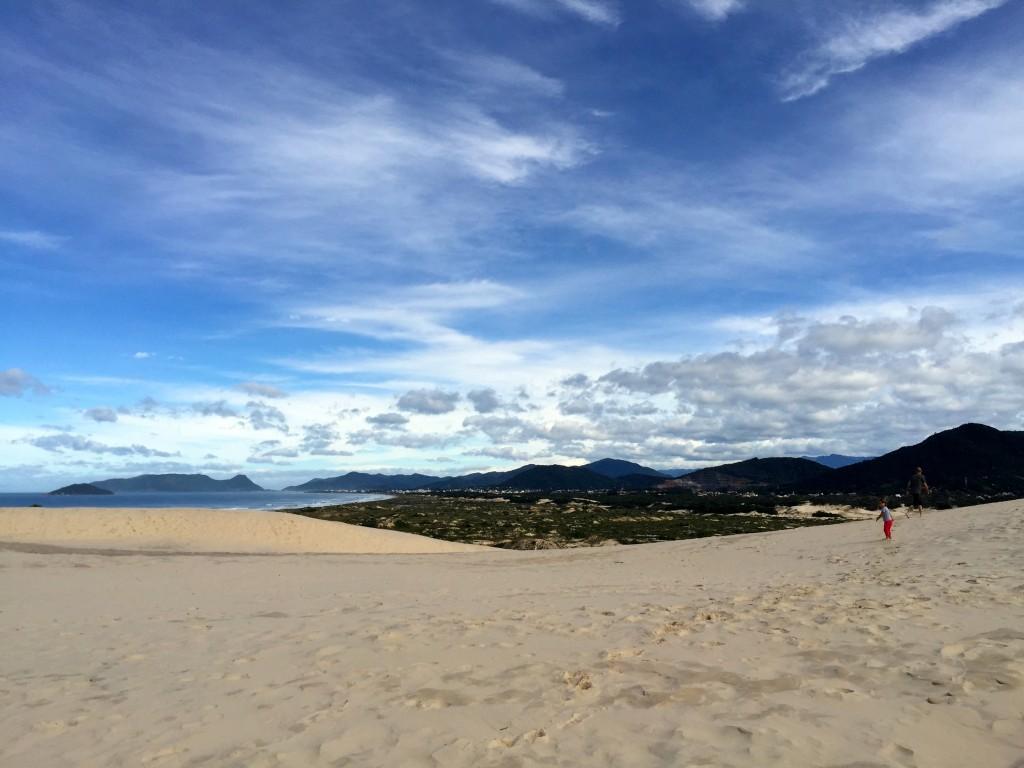 De cima das dunas dá para ver a praia da Joaquina. Foto: Família Nômade