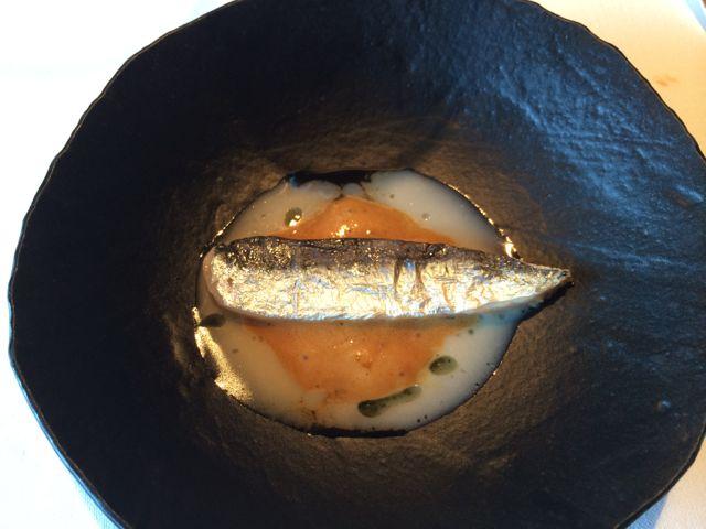 Parece sardinha, mas não é. A pele (de sardinha) esconde um pedacinho de papada de boi
