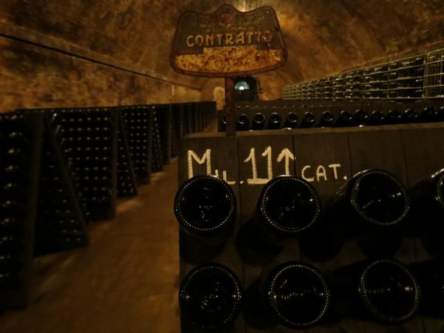 Visitar vinícolas boutique cheias de história e personalidade (na foto, a Contratto) é o programa número 1 na região