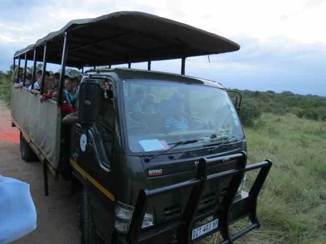 Os veículos usados para os safáris econômicos dentro do Kruger