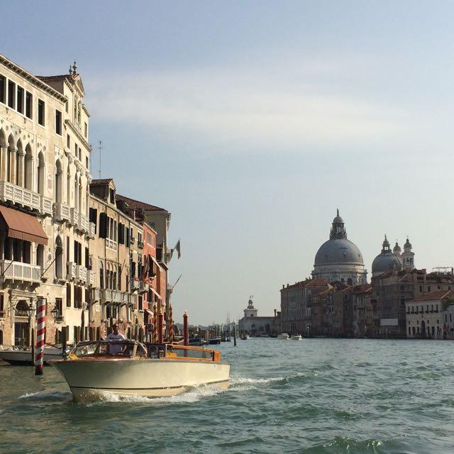 A vida sorri para quem chega de táxi-barco a Veneza
