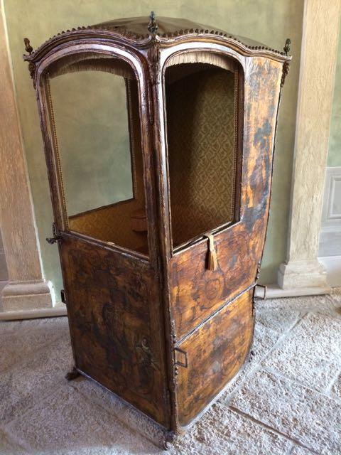 Antiguidades como esta peça (que servia para carregar os nobres pelas ruas sujas de Veneza em tempos ancestrais) estão sabiamente espalhadas pelo hotel