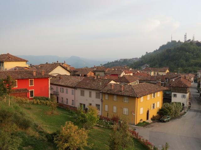 Fim de tarde na fofíssima La Morra, uma das beldades discretas do Piemonte