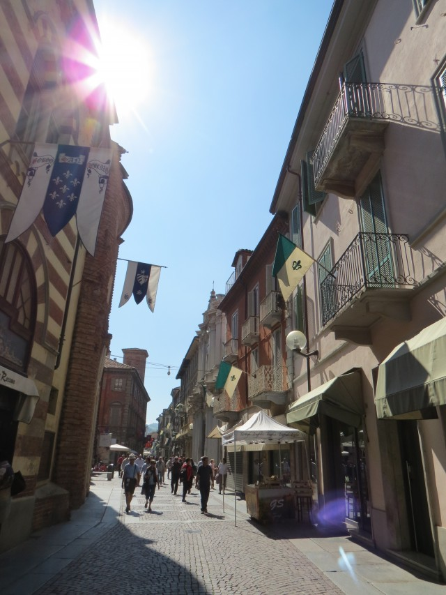 O charmoso centro de Alba, a maior cidade do Piemonte depois da capital, Turim