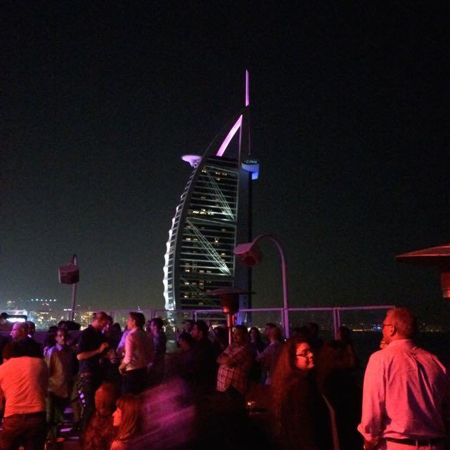 O autointitulado hotel mais luxuoso do mundo, Burj Al Arab, em Dubai