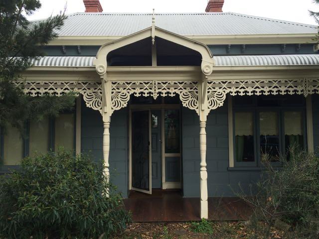 Os adornos lindos das casas vitorianas dos bairros mais antigos