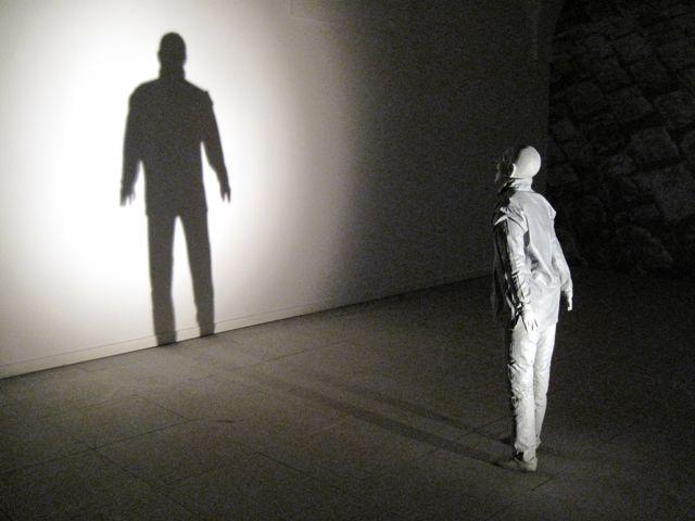 Jogo de luz e sombra no Reina Sofía