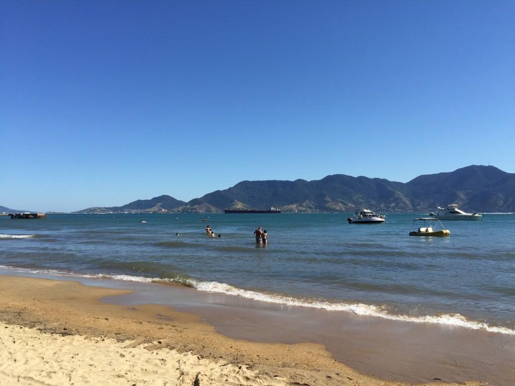 A praia do Sino é ótima para tomar banho de mar (foto: Família Nômade)