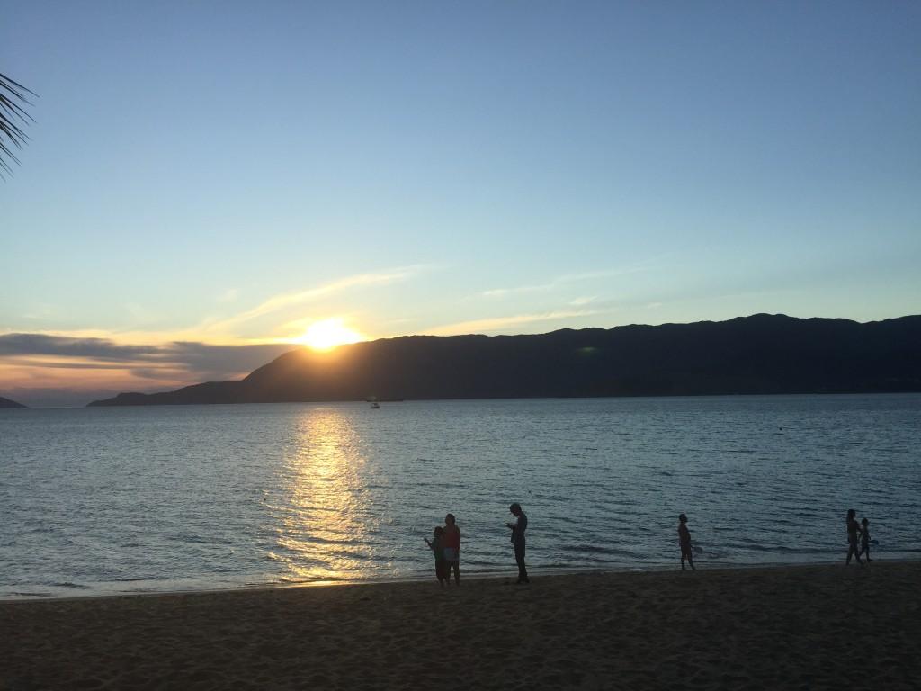 Lindo pôr do sol na Praia Grande (foto: Família Nômade)