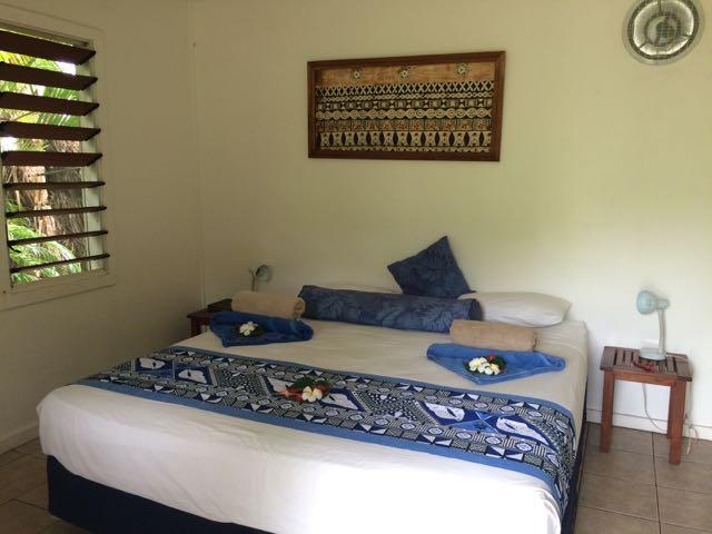 """Um exemplo de quarto de """"2 coquinhos"""", no Blue Laggon Resort: bonitinho e confortável, mas sem banheiro privado"""