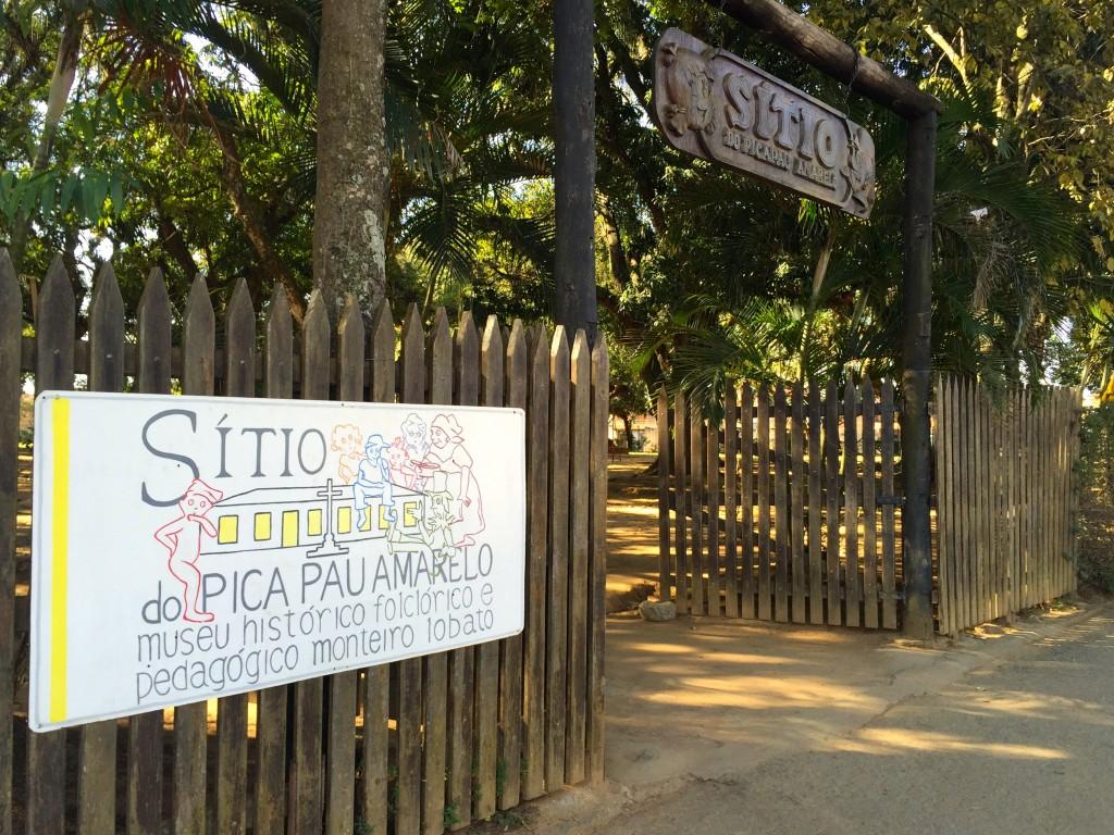 Entrada do Museu Histórico Folclórico e Pedagógico chamado Sítio do Pica Pau Amarelo