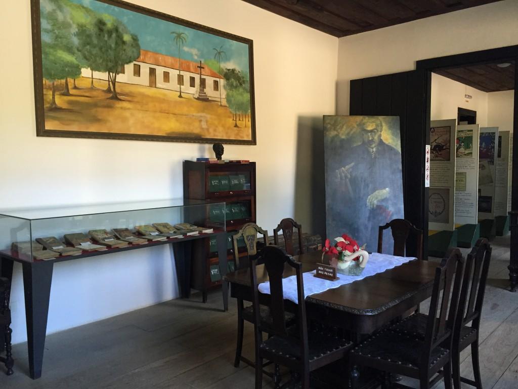 Os móveis da sala pertenceram a Monteiro Lobato