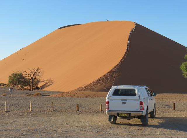 Toda-poderosa Sossusvlei, onde as dunas chegam a quase 400 metros de altura