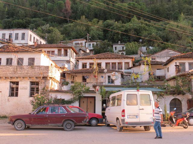 Em Berat, rebobinando duas décadas