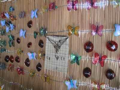Badulaques feitos de garrafa pet na sede da Aribama