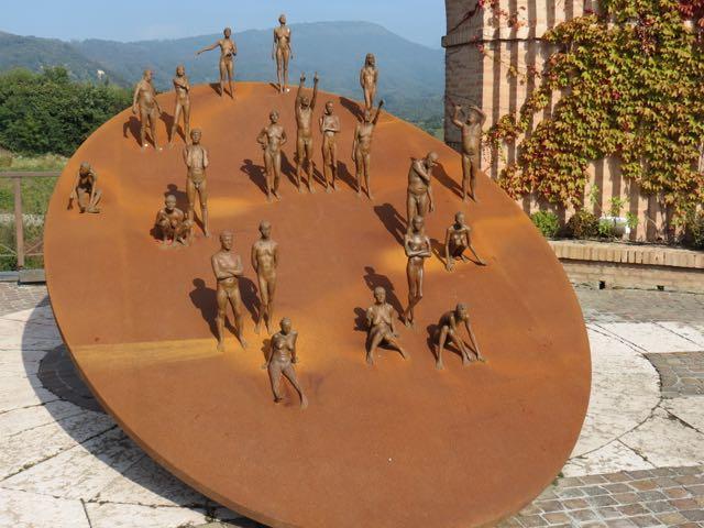 A escultura mais impressionante do acervo ao ar livre
