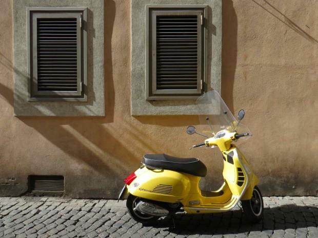 Vespa em Roma