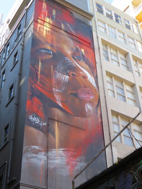 Retrato de uma criança aborígene na Hosier Lane