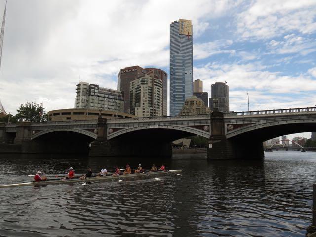 Chupa São Paulo! Com 4 milhões de habitantes, Melbourne é cortada por um rio limpo onde seus habitantes podem praticar canoagem