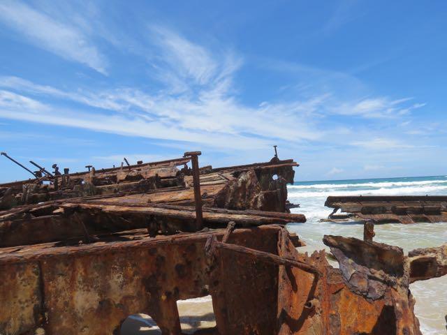 O que sobrou do naufrágio rende imagens interessantes