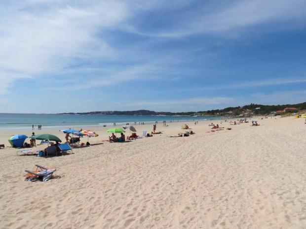 Playa de la Lanzada no auge da alta temporada