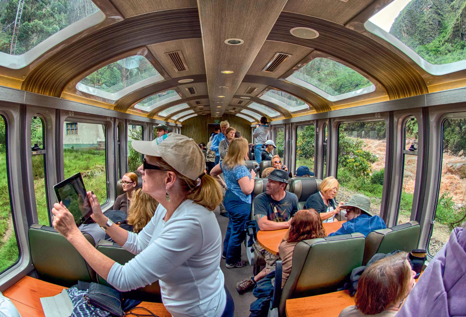 BEM NA FOTO: Trem de Vistadome, a caminho de Machu Picchu