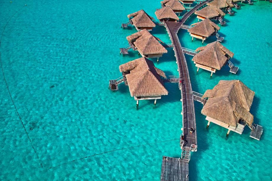 Bangalôs sobre as águas de Bora Bora