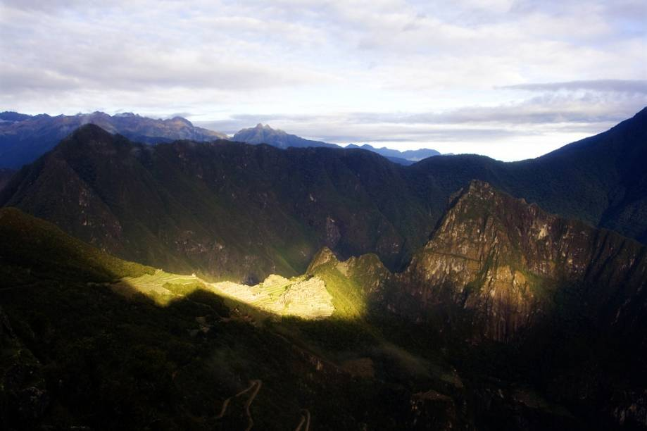 Intipunku, em quéchua, significa Porta do Sol. Depois de três dias de caminhada na Trilha Inca, é deste ponto que os turistas vislumbram Machu Picchu pela primeira vez. Eles procuram chegar à Porta do Sol com a alvorada Pouco a pouco a cidadela de pedra vai ficando dourada com os primeiros raios de sol. Um espetáculo diário.