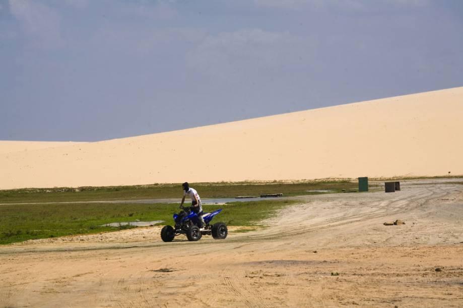 Passeio de quadricíclo entre as dunas