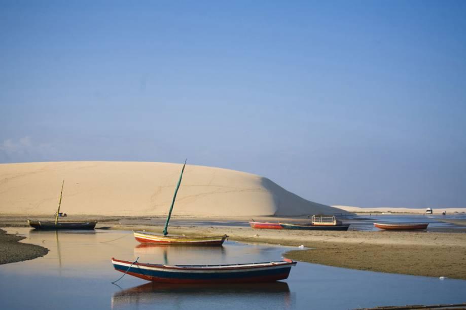 Entre as muitas dunas da Praia de Jericoacoara, a Duna do Pôr do Sol recebeu este nome pois atrai muitos turistas, por volta das 17h, para assistir ao sol se despedir da vila