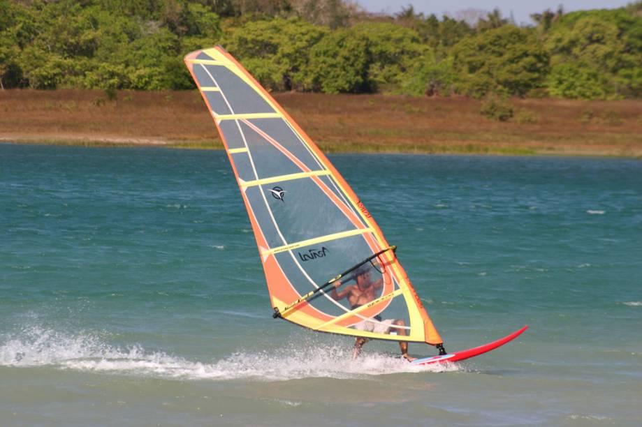 Os ventos fortíssimos foram os responsáveis por transformar o estado do Ceará na capital brasileira do kitesurfe