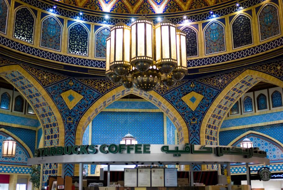 A visita ao Ibn Battuta Mall vale tanto pelas compras por sua bem concebida decoração